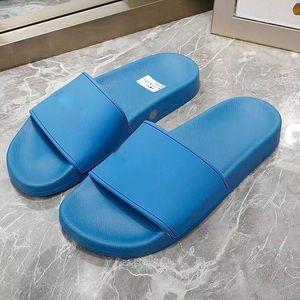 2021 Newest Women Moda Moda Lujos de Lujos Diseñadores Zapatillas Plataformas Entrenadores Sandalias Espuma Corredor Diapositivas Versátil Summer Slipper Playa Sandalia Azul Zapatos Pantoufle