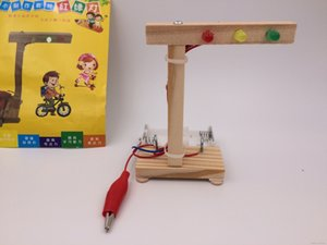 Primary school students scientific experiment toys children hand diy material technology creative traffic lights small invention