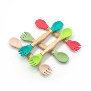Baby Silicone Tenedor de doble cabeza Cuchara de madera Manija de madera Aprendiendo Alimentación Vajilla Venta al por mayor GWD6174