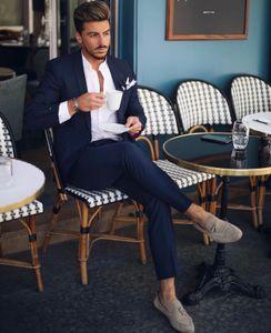 2021 Classic Navy Blue Wedding Tuxedos Mens Suits Slim Fit Peaked Lapel Prom BestMan Groomsmen Blazer Dinner Party Business Designs Two Piece Set( Jacket+Pants) B2022