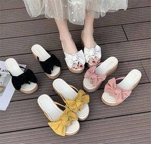 2021 летний дизайнер женские женские женские сандалии тапочки скользиты клин с соломенным луком женский перетаскивание черный бежевый розовый желтый 35-40