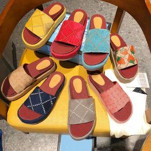 Роскошные дизайнерские женщины сандал холст платформы тапочки настоящая кожа бежевый кирпич красный цвета пляжные скольжения тапочка открытая вечеринка классические сандалии с коробкой размером 35
