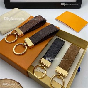 Commercio all'ingrosso 2021 Luxury Key Fibbia Amanti Car Keychain Designer Handmade Portachiavi in pelle Uomo Borse da donna Borse Pendente Accessori 18 Colori