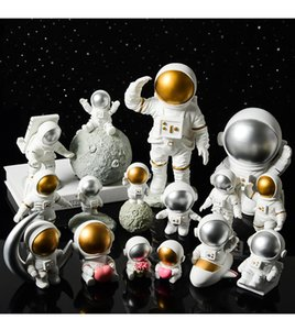Creative resin space astronaut decorations desk soft decoration studio bookcase modern furnishings home gifts crafts collection WOFK PNE3