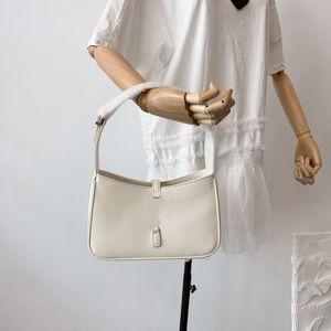 2021 роскошный дизайн дамы underarm сумки сумка металлическая буква шаблон полной кожи 2 цвета упаковки высококачественная сумка рюкзак бумажник