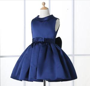 Blumenmädchenkleider für Hochzeiten Elegantes knielanges Crew Neckline Flügelärmeln Custom Kids Formal Wear Satin Dress