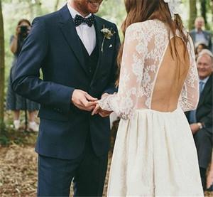 2015 Blu navy Smoking dello sposo Due bottoni Abiti da sposa Best Man Groomsmen Notch Risvolto Smoking Custom Made (Giacca + Pantaloni + Papillon + Gilet + Handky)