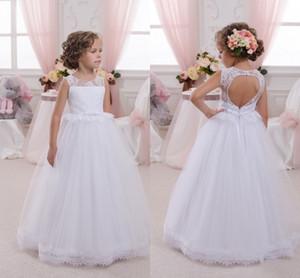 2018 Branco Longo Flor Meninas Vestidos Sheer Tripulação Pescoço Rendas Top Baptizado Vestido de Festa de Casamento com Cinto Aberto Para Trás Primeira Comunhão Vestidos