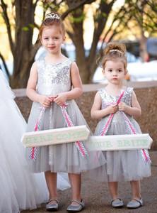 Niedliche Blumenmädchen Kleid Online Pailletten Silber A Line Scoop Tüll Tee Länge Pageant Kleider Formal Party Kleid Kid's Dress Hochzeitsfeier