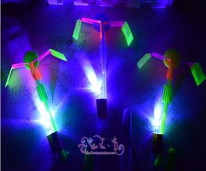 100pcs Flash Copter Increíble LED Light Up Arrow Rocket Helicóptero Giratorio Flying Toy Party Fun Gift Rojo y azul flash doble