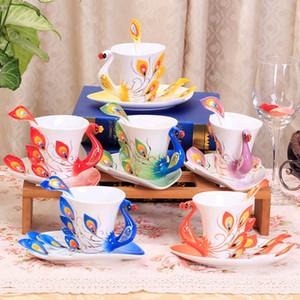 Venta al por mayor-Taza de pavo real Tazas de cerámica Pintura creativa Taza de hueso China Color de 3D Emamel Porcelana Platillo Cuchara de café Juegos de té Regalo de Navidad