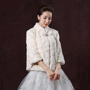 Champagne Princess Faux Fur Bridal Shrug Jacket Cape Stole Scialle Bolero Coat Crystal Per l'inverno Wedding Bride Bridesmaid Dresses Immagine reale