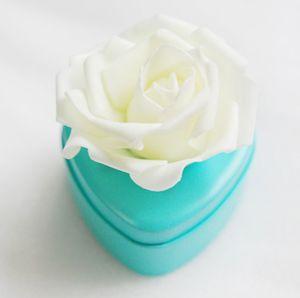 Elegantes cajas de favores de la boda de metal Lue en forma de corazón Favor del caramelo con grandes flores hermosas 3D Venta caliente Caja de regalo de la boda Favor