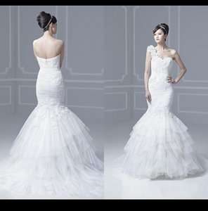 Vintage One hombro sirena vestidos de novia 2015 apliques de tul plisados de encaje Simple piso de longitud vestidos de novia de primavera vestidos de fiesta de la boda