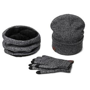 Un set di uomini donne cappelli invernali sciarpe guanti in cotone lavorato a maglia cappello sciarpa set per maschio femmina accessori invernali 3 pezzi cappello sciarpa