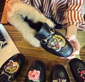 NOUVEAU Chaîne avec fermoir en métal brodé à la main. Chaussures décontractées à bout carré en microfibre. Chaussures femme. Livraison gratuite