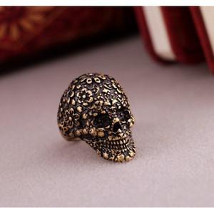 Min. Order es de $ 15 (orden de la mezcla) -European y American Popular Retro Big Palace tallado cráneo Ring Factory Direct-j169