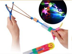 Quente! Voando UFO, LED Natal Novidade 2015 Brinquedos incríveis 100 pçs / lote Presente New Arrow Kids Brinquedos Helicóptero Espacial Lighte LED Ggchm