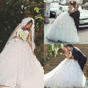 Vestidos de novia de encaje elegantes Vestidos de novia sin espalda Árabe 2016 Una línea de amor Hecho a mano Flores Vintage Jardín Vestido de novia Vestido de novia