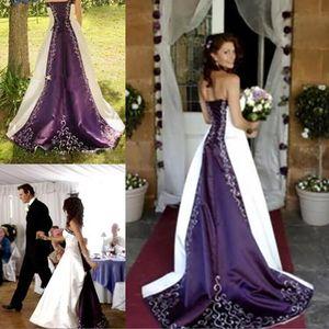 Vestidos de boda del satén púrpura blanco de la vendimia 2017 Nuevo bordado sin tirantes de Pao Vestido De Novia Una línea del corsé Vestidos de novia del tren de la capilla posterior