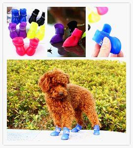 Botas impermeables de perro para mascotas portátiles y preciosas antideslizantes Zapatos de lluvia para perros Tamaño S M L Colores del caramelo (4 piezas / juego)