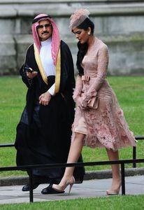 Vestidos De Noiva Uzun Kollu Dantel Sashes Gelinlik Modelleri Örgün V Boyun Arapça İslam Müslüman Kadınlar Elbise A Hattı Dantel Parti Törenlerinde BA1077