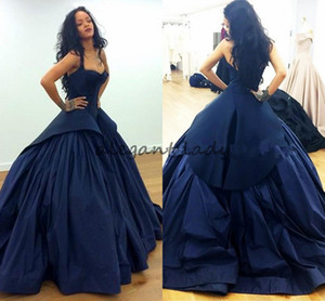 Rihanna en Zac Posen Celebrity Red Carpet Vestidos de noche 2018 Peplum Dark Navy Gothic Taffeta Tallas grandes Vestidos de fiesta de graduación formal árabe