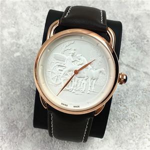 Mode Classique femmes / hommes Montre Lover en cuir véritable luxe horloge à quartz haute ceinture de couleur d'or de loisirs Qualité Boîte libre Beauté