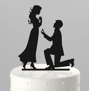 Romantique Creative Wedding Cake Décorations Acrylique Gâteau Topper À Genoux Proposer Le Mariage En Gâteau Top Pas Cher Fournitures De Mariage Décoration De Fête