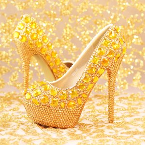 New Fashion Luxury Gold Strass T Show Model Tacchi alti Donna Pompe Primavera Diamante Scarpe da sposa Piattaforme Scarpe da ballo