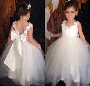 2016 New Flower Girls Dresses For Weddings Tulle V Neck Lace White Ivory Sashes Bow Party Cheap Princess Children Kids Party Birthday Gowns