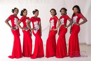 Vestidos de dama de honor de la envoltura de encaje rojo 2015 con mangas cortas Vestidos de fiesta de la boda africana para dama de honor con vestidos de noche de apliques blancos