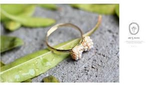 Min.order es $ 15 (orden de la mezcla) - Versión coreana del pequeño anillo de oro con incrustaciones Pearl Bow Ring Factory Direct-HL23904