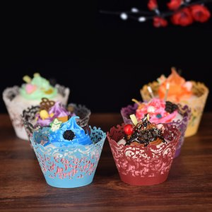 The Christmas cake paper cup laser hollowed-out cake surrounded by creative vine floral lace cake paper to decorate the baking paper tray