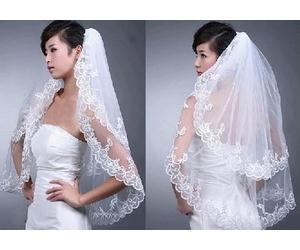 Couches New Elegant Lace White Wedding Mariée Mariée Veil Comb Livraison gratuite 2019 nouvelle arrivée Tiers Court Nuptiale Voiles De Tulle Fond Naturel