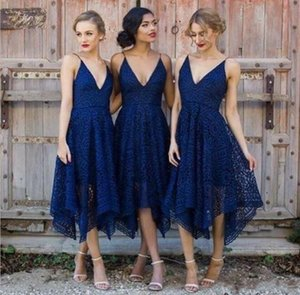 플러스 사이즈 로얄 블루 레이스 들러리 드레스 2019 V 넥 등이없는 차 길이 메이드 명예의 나라 내 여자 친구의 결혼식 웨딩 게스트 드레스