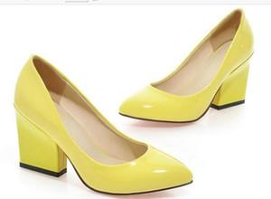 Une nouvelle pointe de printemps avec des chaussures de mariage rouges grossières à talons hauts et des rapports sexuels en bouche peu profonde avec quatre chaussures pour femmes 423