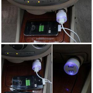 Auto-Ladegeräte Mini-USB-Auto-Ladegerät Auto-Elektronik Doppel-USB-Anschlüsse Adapter 2.1A Bullet Blue LED-Licht-Ring für iPhone Samsung iPad usw.