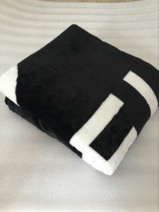 HOT Brand schwarz werfen Flanell Fleece Decke 2size- 130x150cm, 150x200cm mit Staubbeutel C-Stil-Logo für Reisen, Zuhause, Büro Nickerchen Decke