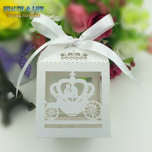 Wholesale- 2016 50PCS Weiß Laser-Schnitt Cinderella Enchanted Carriage Ehe Box, Kürbiswagen Hochzeitsbevorzugungskästen Geschenkkarton Pralinenschachtel