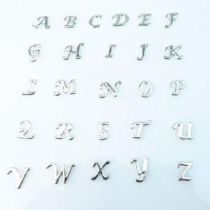 Encantos flotantes 130pcs / lot Comercio al por mayor de alta calidad mix carta cristal encantos diy A-Z alfabeto medallones flotantes encantos para living locket de cristal