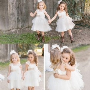Precioso blanco hasta la rodilla Princesa Flower Girl Dresses 2017 Country Style Jardín Beach Wedding Kids formal lleva encaje Spaghtti con marco