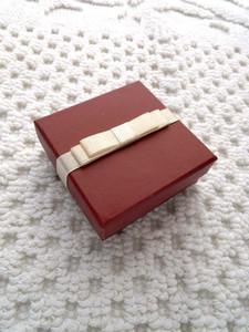 Mode Vin Rouge Bijoux Boîte D'emballage Pour Collier / Boucles D'oreilles De Haute Qualité 800 grammes de carton 128 grammes de couleur recouvert de papier Boîte à bijoux