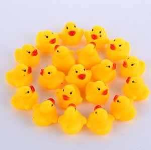 100pcs / lot al por mayor Mini baño de goma del pato del pato de PVC con sonido de pato flotante entrega rápida de la natación los niños juguetes de playa