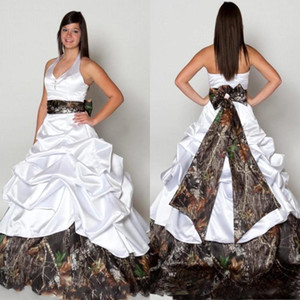 2017 Backless Camo Abiti da sposa Sexy White Halter Princess Pick Ups Sweep treno Estate Primavera Paese Country Abiti da sposa Abiti da sposa
