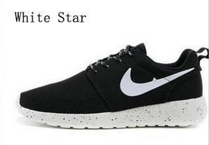 2018 nouvelles femmes hommes chaussures de course occasionnels noir / blanc chaussures de course sport sneaker pas cher en ligne