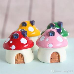 Venta al por mayor ~ 5 PCS / Resina Puntos rojos de la casa de la casa / Miniaturas de fantasía / Animales encantadores / Jardín de hadas Gnome / Moss Terrarium Decor / Crafts / Bonsai