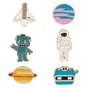 Esmalte Broches Pinos Astronauta Robô Warfare Aircraft Space Lapel Pino Spaceman Tie Pin Presente Jóias Sci-Fi Acessórios Emblema