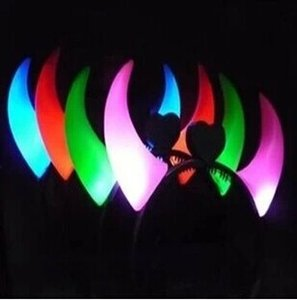 Fiesta de Navidad de plástico Cuerno brillante Cuerno de buey parpadeante Partido Headwear Parpadeo LED Broche de pelo Diadema Regalo de cumpleaños de Navidad Cheering Rave Juguetes