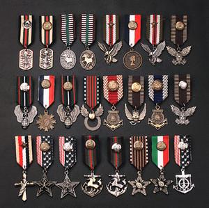 10 adet / grup Karışık Aksesuarları Kraliyet Tiki Donanma Tarzı pin broş rozeti nakış apolet püskül broş askeri rozeti